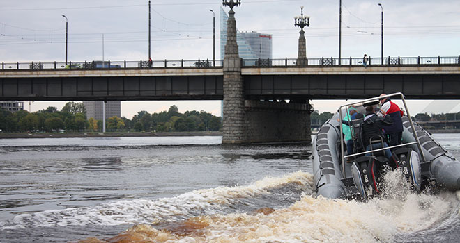 daugava river boat cruise